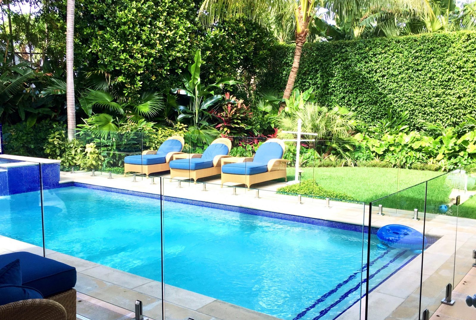 Does Florida require a fence around a pool?